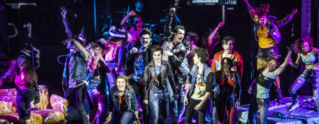 La punk opera dei Green Day al Teatro della Luna dal 2 novembre GREEN DAY'S AMERICAN IDIOT musica originale GREEN DAY liriche BILLIE JOE ARMSTRONG libretto BILLIE JOE ARMSTRONG e […]