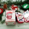 """Dopo il successo della collezione make-up """"Hello Kitty the Show"""", Deborah Group continua l'avventura con il marchio HELLO KITTY, acquisito in licenza dall'azienda giapponese Sanrio. Per il 2011 la simpatica […]"""