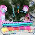 Gli elastici colorati ci hanno tenuto compagnia per tutta l'estate, bambine e bambini, ragazzine e adulti che passavano il tempo libero producendo braccialetti e decorazioni varie. Per Natale ecco la […]
