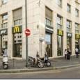 Il ristorante riapre nella piazza milanese che ha visto la nascita del fenomeno dei paninari, portando in anteprima le innovazioni che segneranno la svolta di McDonald's. Da fast food a […]
